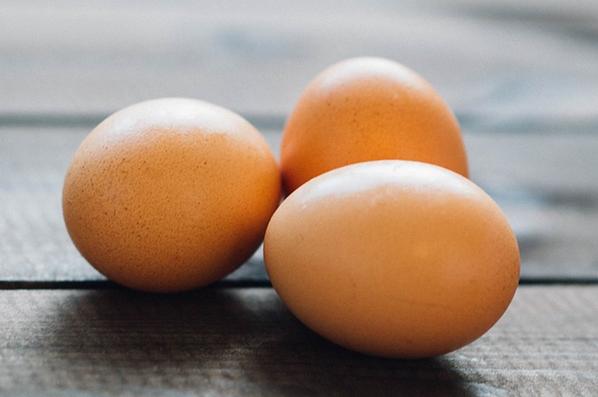 Tojás: felmentve a koleszterinvád alól